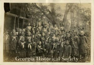 Girl Scouts of Savannah with their founder, Juliette Gordon Low (MS 403-01-01-008), Walter John Hoxie Papers