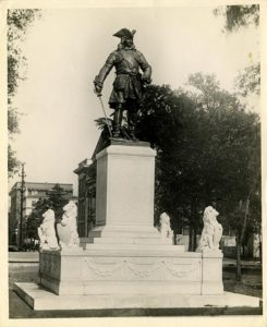 Oglethorpe Monument, Chippewa Square. From the Foltz Photography Studio Photographs, 1899-1960, MS 1360.